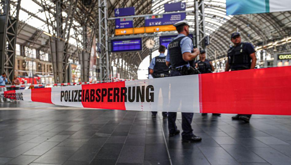 Abgesperrter Bahnsteig am Frankfurter Hauptbahnhof