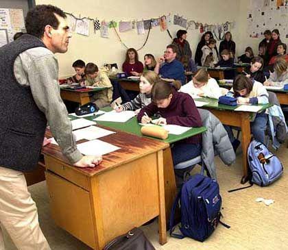 Klassenzimmer: Noch Plätze am Pult frei