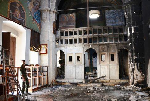 Ruß überzieht eine Säule im Inneren des Klosters der Heiligen Thekla
