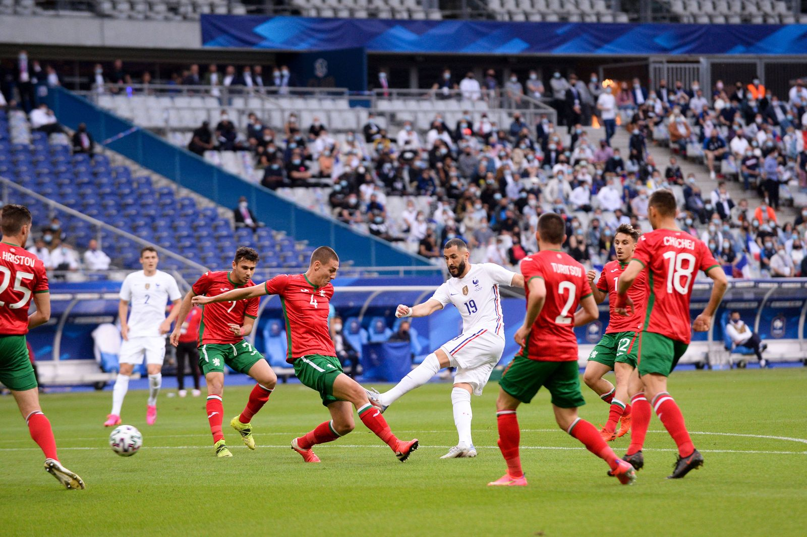 19 KARIM BENZEMA (FRA) - 04 VALENTIN ANTOV (BUL) FOOTBALL : France vs Bulgarie - Match Amical - Preparation UEFA EURO, E