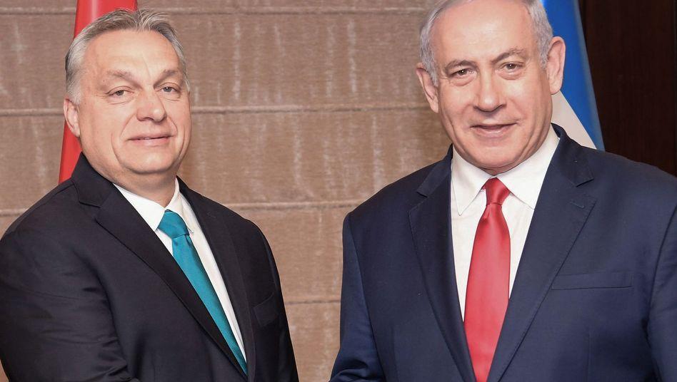 Viktor Orban (l), Ministerpräsident von Ungarn, und Benjamin Netanjahu, Ministerpräsident von Israel