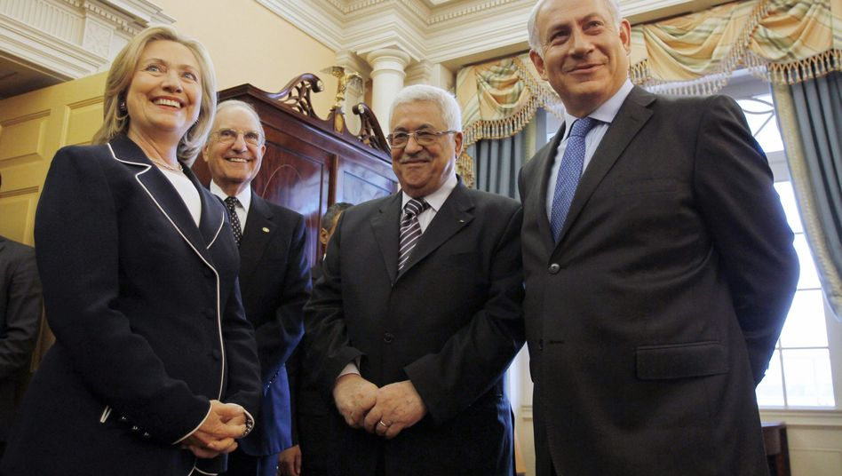 Optimistisch: US-Außenministerin Clinton, Nahost-Gesandter Mitchell, Abbas und Netanjahu.