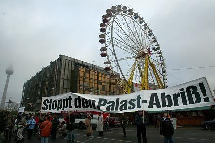 Protest gegen den Palast-Abriss (am 19. November): Schlossplatzbebauung mit Hindernissen