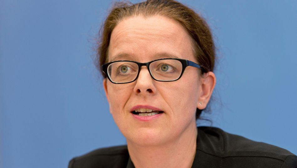 Isabel Schnabel bei einer Pressekonferenz 2016