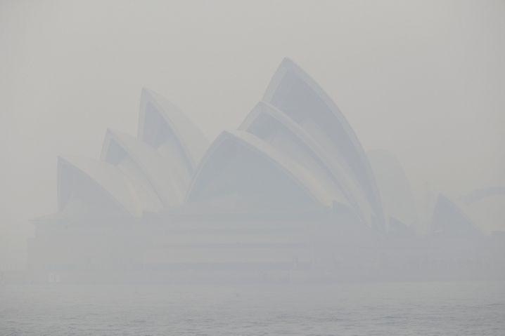 Opernhaus in Sydney (10. Dezember): Rauch über der Millionenstadt