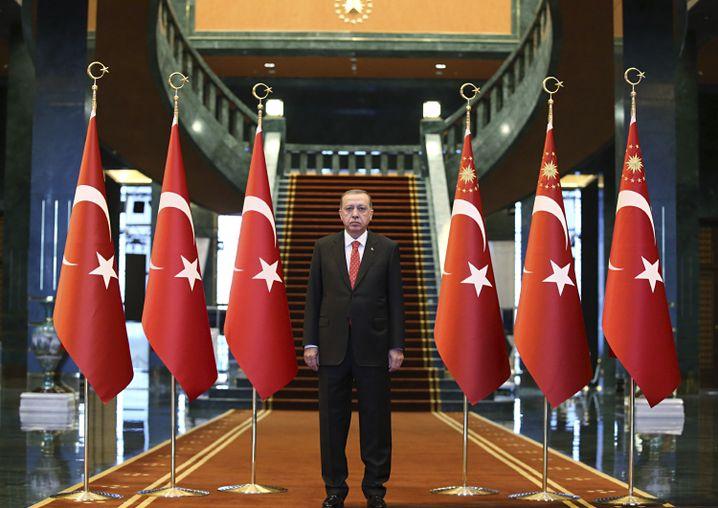 Präsident Erdogan in Ankara: Im Gefängnis sitzen Studenten, Anwälte und Professoren, alles angebliche Gülen-Unterstützer