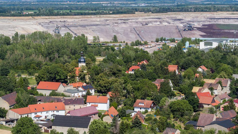 Pödelwitz bei Leipzig: Einsam am Rande des Trichters