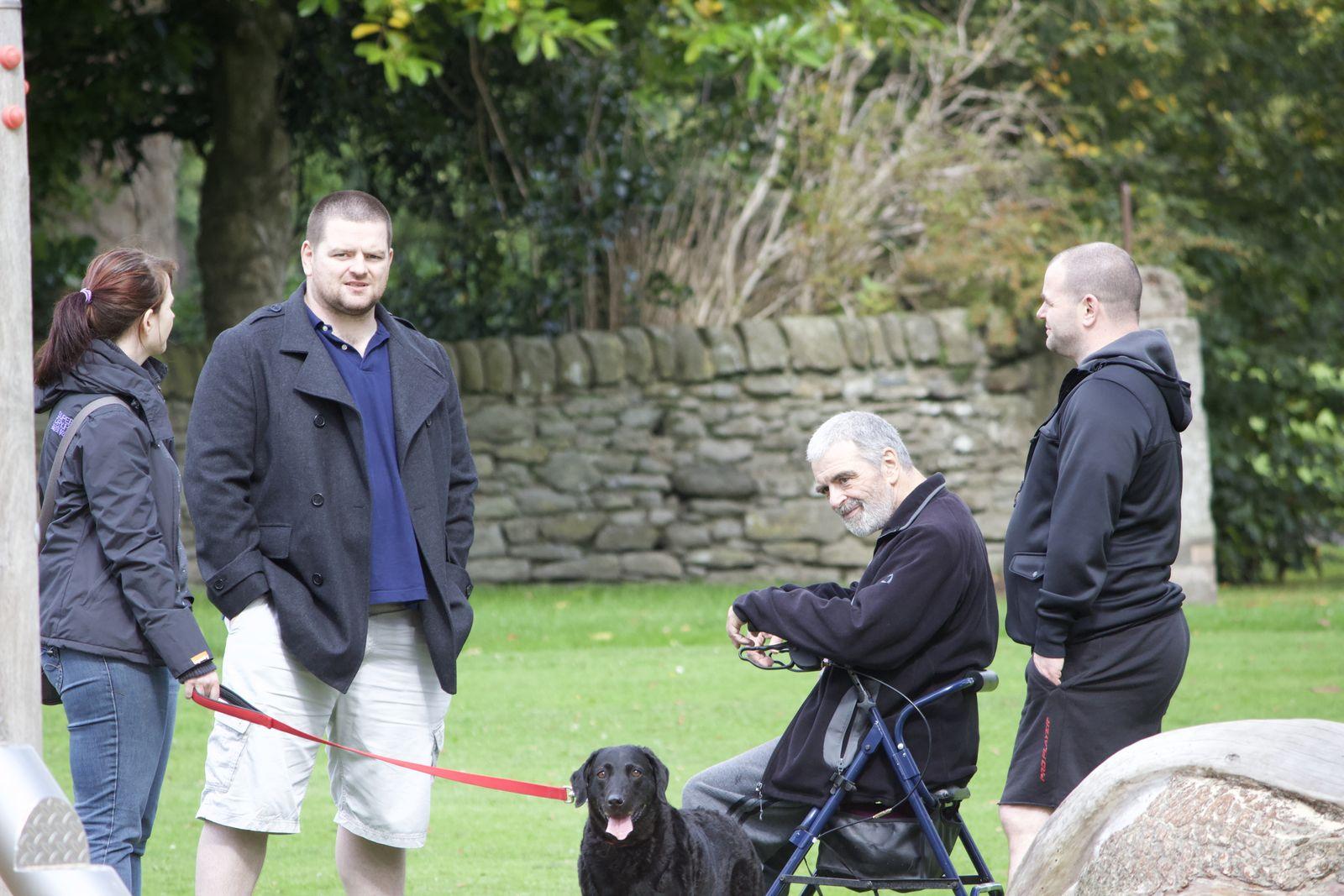 EINMALIGE VERWENDUNG SP 46/2019 S. 63 - Parkinson riechen - Vater Milne mit Familie 2014:
