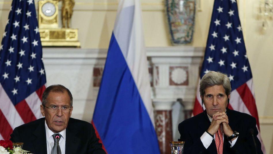 Außenminister Lawrow und Kerry (r.): Treffen ist Wert an sich