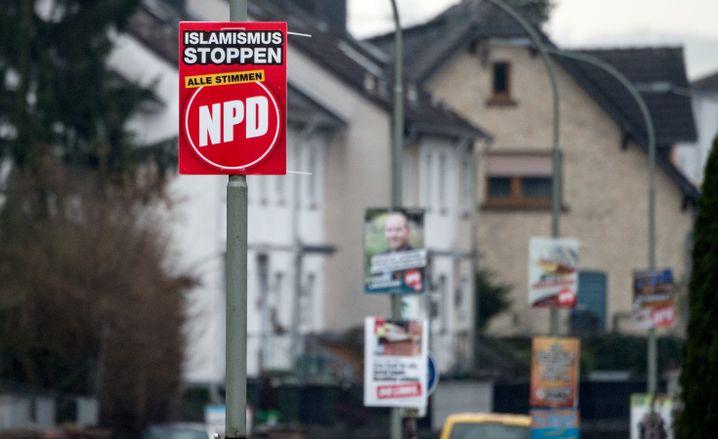 """""""Islamismus stoppen - Alle Stimmen NPD"""": Werbung für die NPD im hessischen Büdingen in der Wetterau. Bei der Kommunalwahl 2016 kam die NPD dort auf 14 Prozent der Stimmen."""