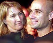 Jetzt auch auf dem Papier ein Paar: Steffi Graf und Andre Agassi