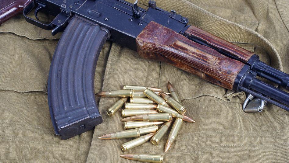 Modell einer Kalaschnikow AK47 (Archivfoto)