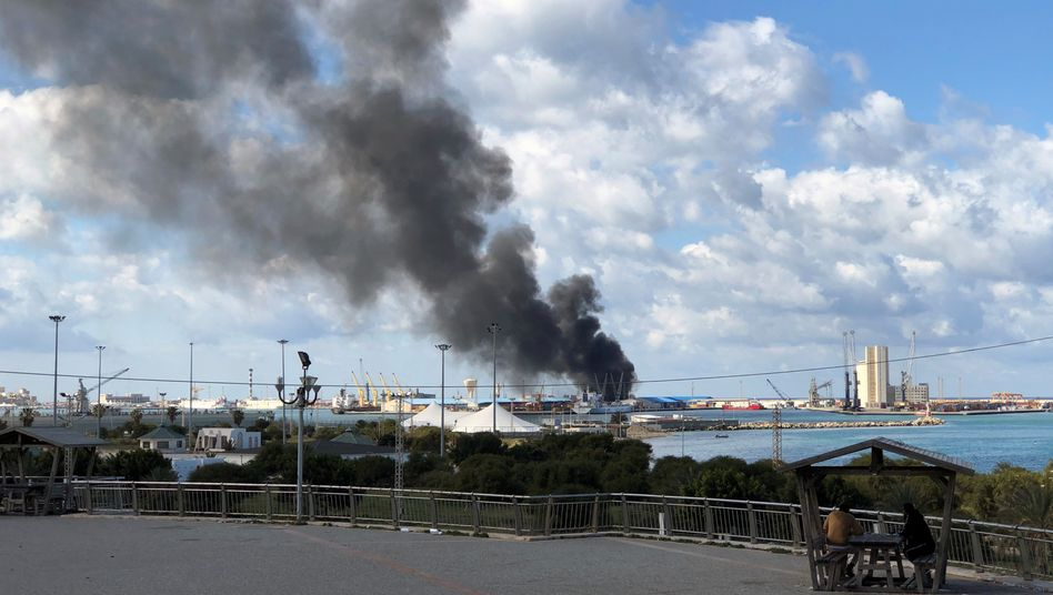 Libyen: Rebellen beschießen Hafen von Tripolis