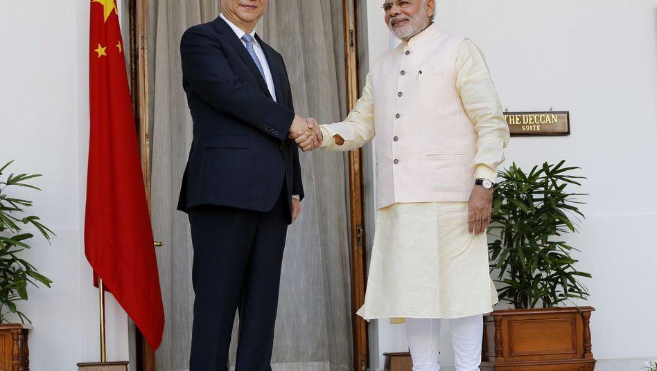 Chinas Staatschef Xi und Indiens Premier Modi: Handschlag auf die Zukunft