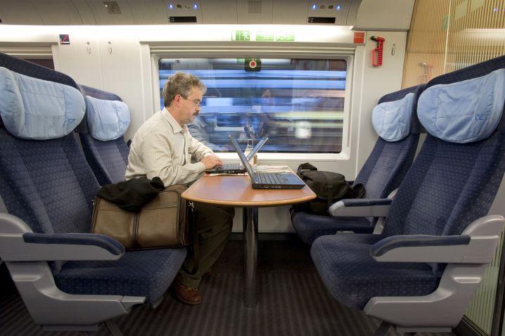 Mobiles Büro: Wo ein Laptop ist, muss auch eine Steckdose sein