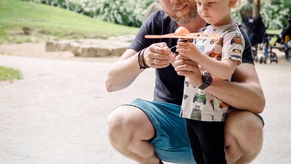 Vater Sebastian mit Sohn Bennett