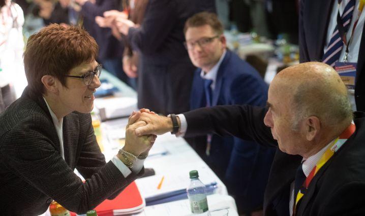 CDU-Chefin Annegret Kramp-Karrenbauer mit Schönbohm im November 2018