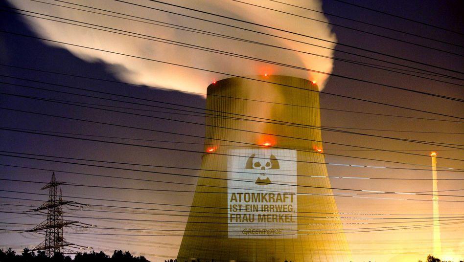 Anti-Atomkraft-Plakat: Massive Schutzklauseln im Atomvertrag