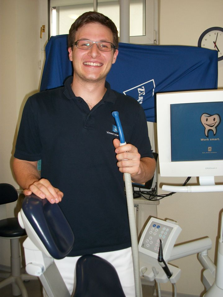 Vincent hat in Passau European Studies studiert. Das Arbeitsamt hatte ihm dazu geraten. Ein Semester hielt der 22-Jährige durch. Jetzt macht er eine Ausbildung zum zahnmedizinischen Fachangestellten.