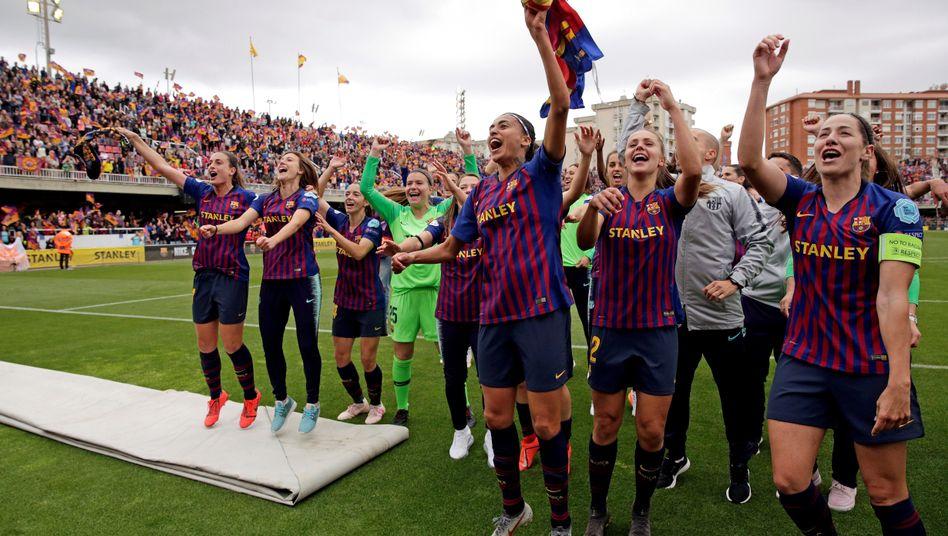 Jubelnde Barça-Spielerinnen nach Erreichen des Endspiels in der Champions League