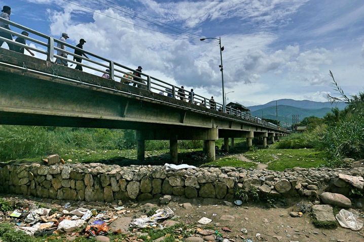 Grenzbrücke Simón Bolívar: Blick nach Venezuela