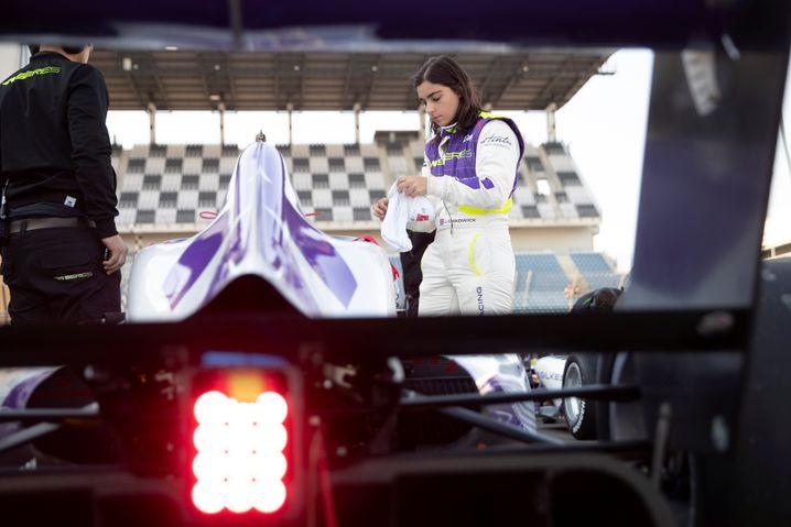 Jamie Chadwick ist nicht nur Titelträgerin in der W Series, sondern auch Entwicklugnsfahrerin bei Williams