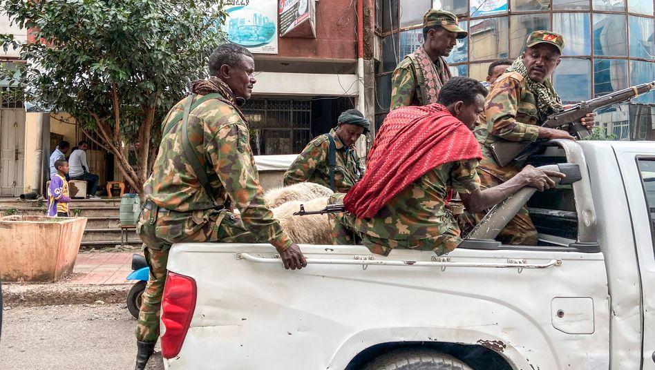 Mit der Regierung verbündete Kämpfer einer Miliz in Äthiopien