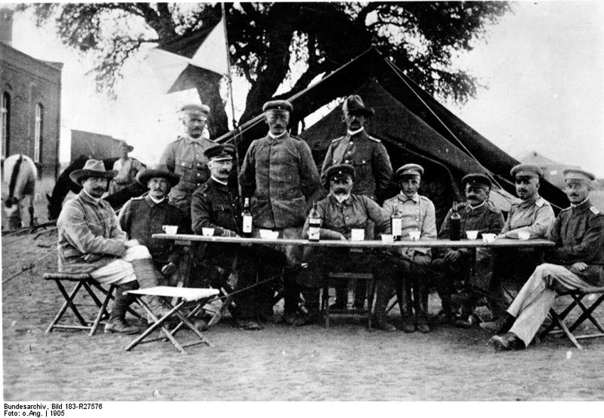 Командующий Лотар фон Трота со своим штабом. Немецкий колониализм
