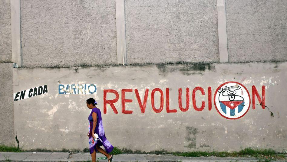 Eine Frau in Havanna: Es drohen Einbußen in der Tourismusindustrie