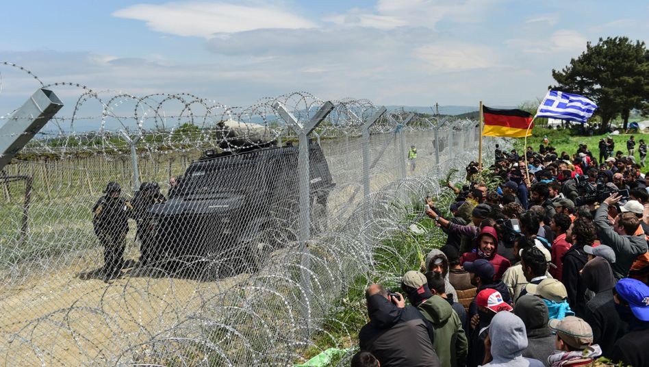 Migrants at the Greece-Macedonia border in March 2016