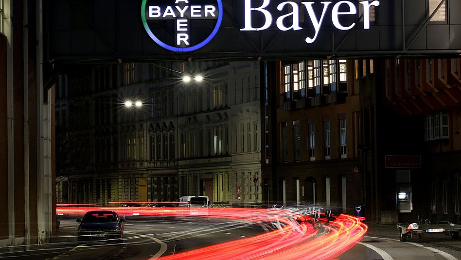 Bayer-Logo am Werk in Wuppertal (Archivbild): Mehr als 40.000 Kläger in den USA