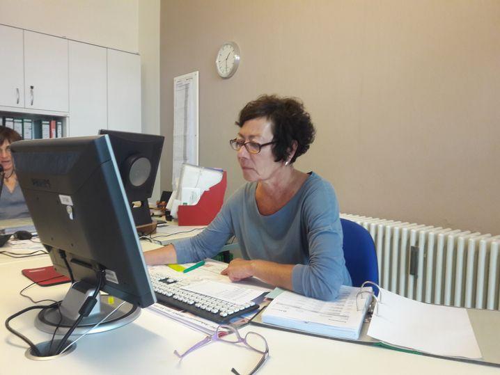 Franziska Warschauer im Büro