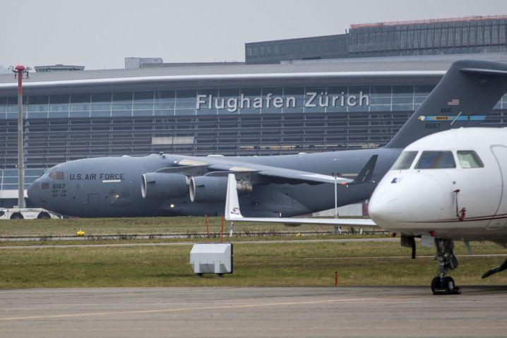 Vorbote des Trump-Besuchs: US-Militärmaschine am Zürcher Flughafen