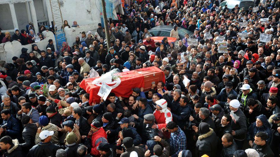 Belaïd-Begräbnis in Tunis: Zehntausende gingen auf die Straße