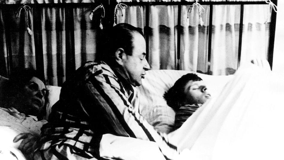 """Szene aus dem tschechischen Spielfilm """"Die Liebe einer Blondine"""" (1965)"""