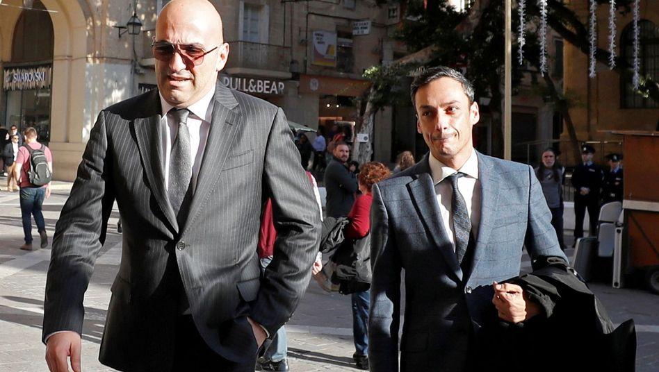 Yorgen Fenech (links) trifft am Gericht in Valletta ein: Hat er den Mord in Auftrag gegeben?