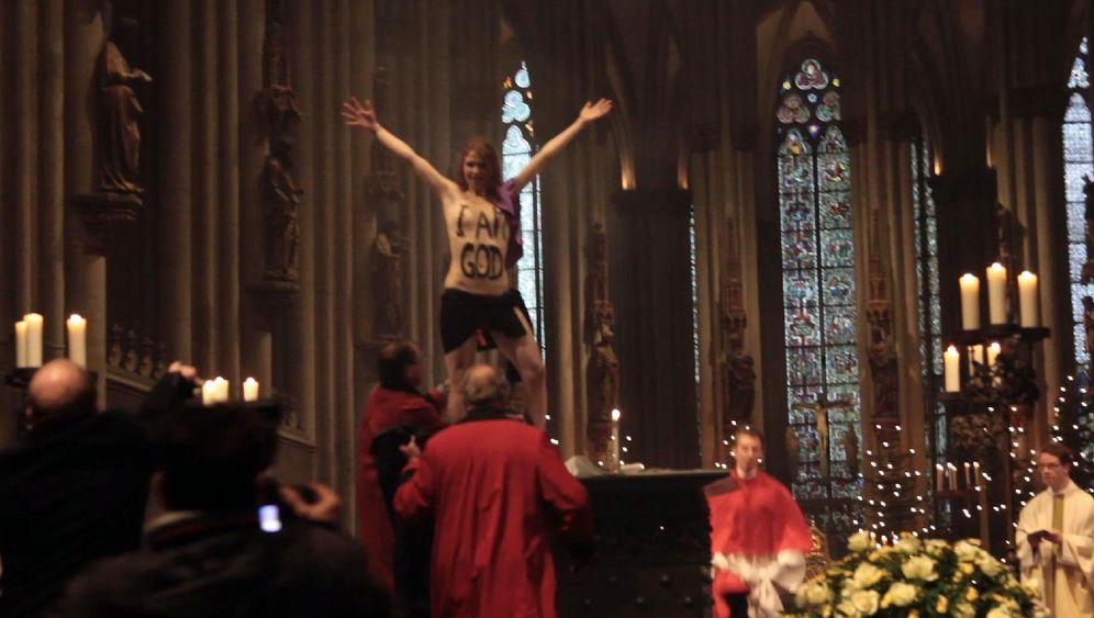 Femen-Aktivistinnen: Sprung auf den Altar