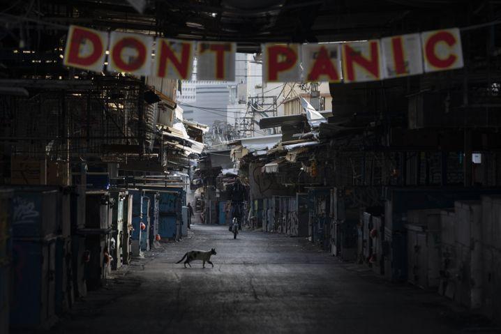 Eingang eines Lebensmittelmarktes in Tel Aviv: »Keine Panik«