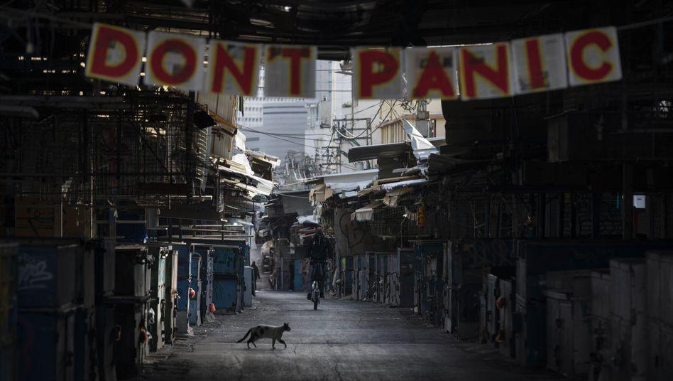 """""""Keine Panik"""" - ein Schild auf einem Markt in Tel Aviv"""