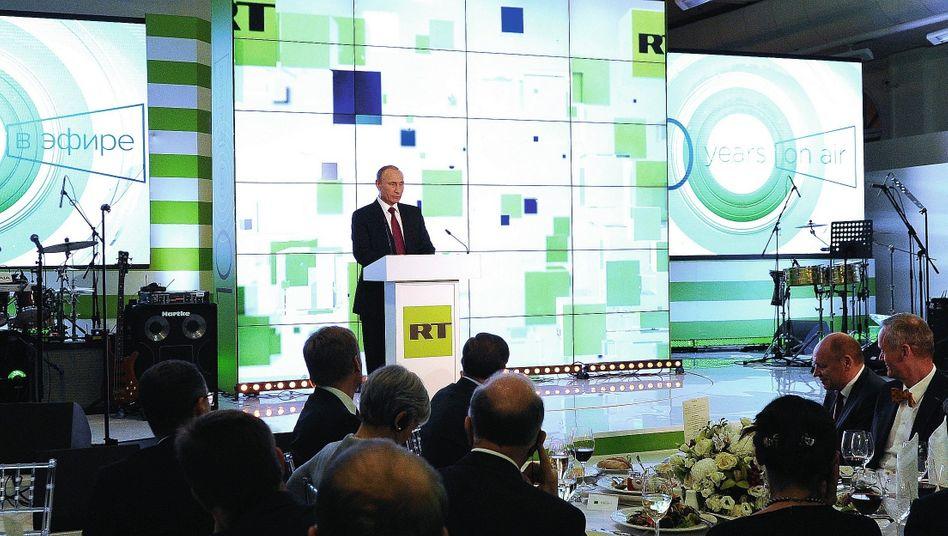 Russlands Präsident Putin bei RT in Moskau 2015: »Wir verteidigen unser Land, wie die Armee«