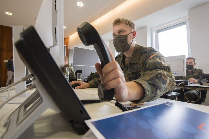 Soldaten der Bundeswehr helfen der Region Hannover bei der Nachverfolgung von Infektionsketten