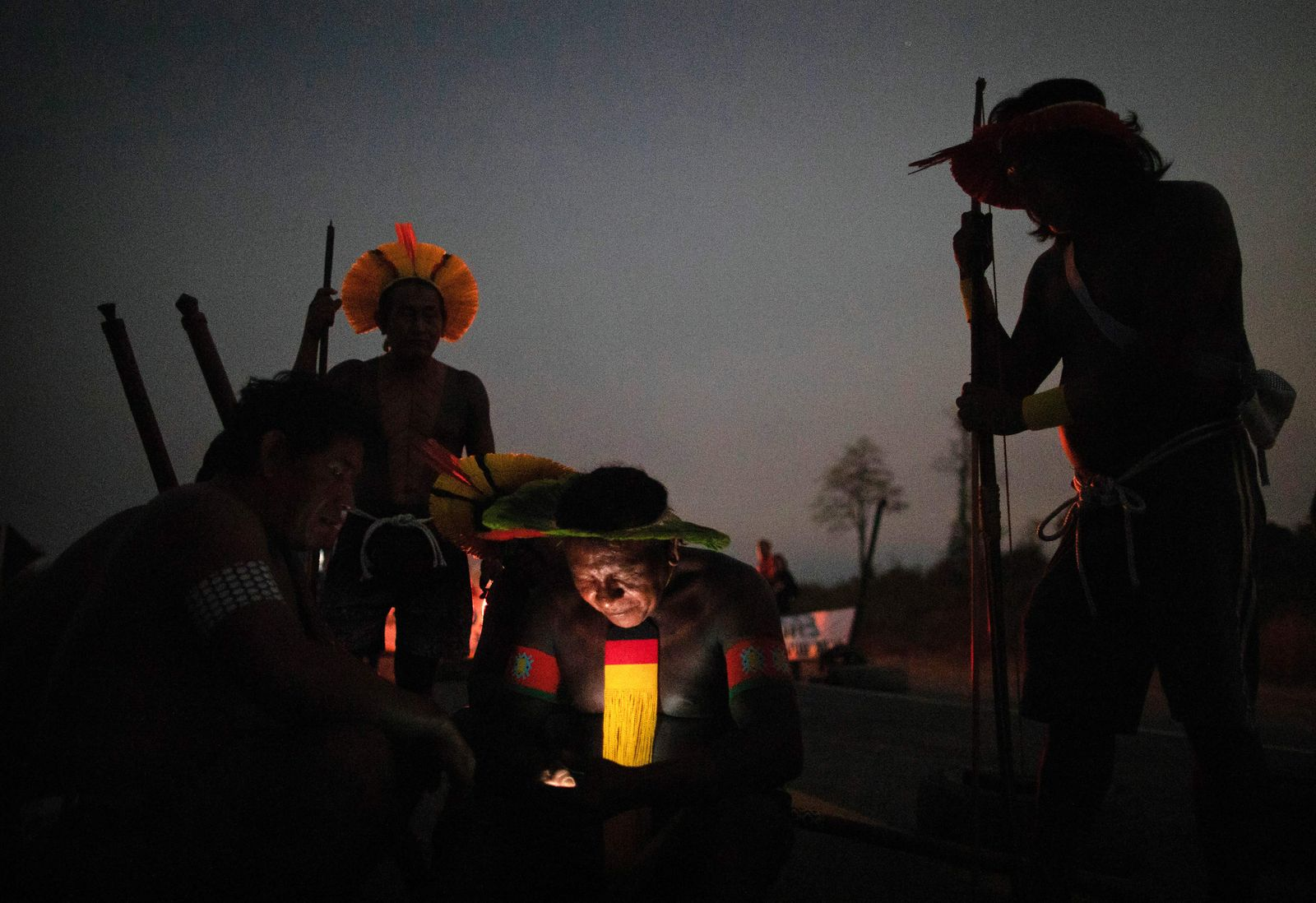 TOPSHOT-BRAZIL-ENVIRONMENT-INDIGENOUS-HEALTH-VIRUS-PROTEST