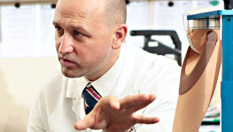 Mediziner Aszmann: Bionische Hände für drei Patienten