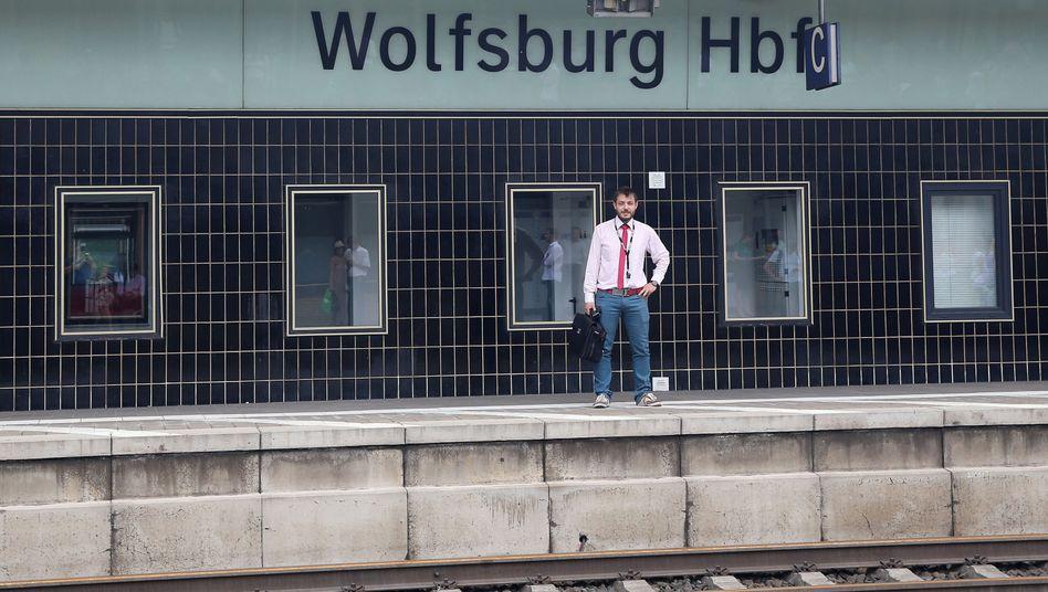 Ein Passagier, ein Bahnhof - kein Zug