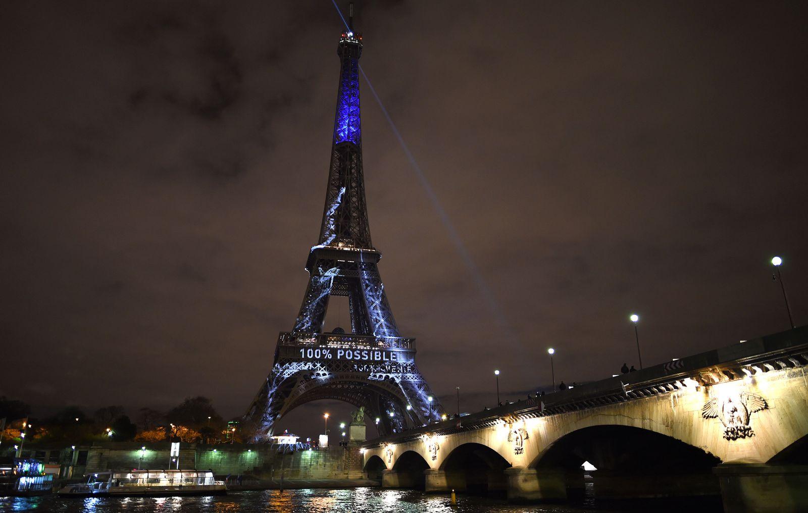 FRANCE-CLIMATE-WARMING-COP21-EIFFEL TOWER