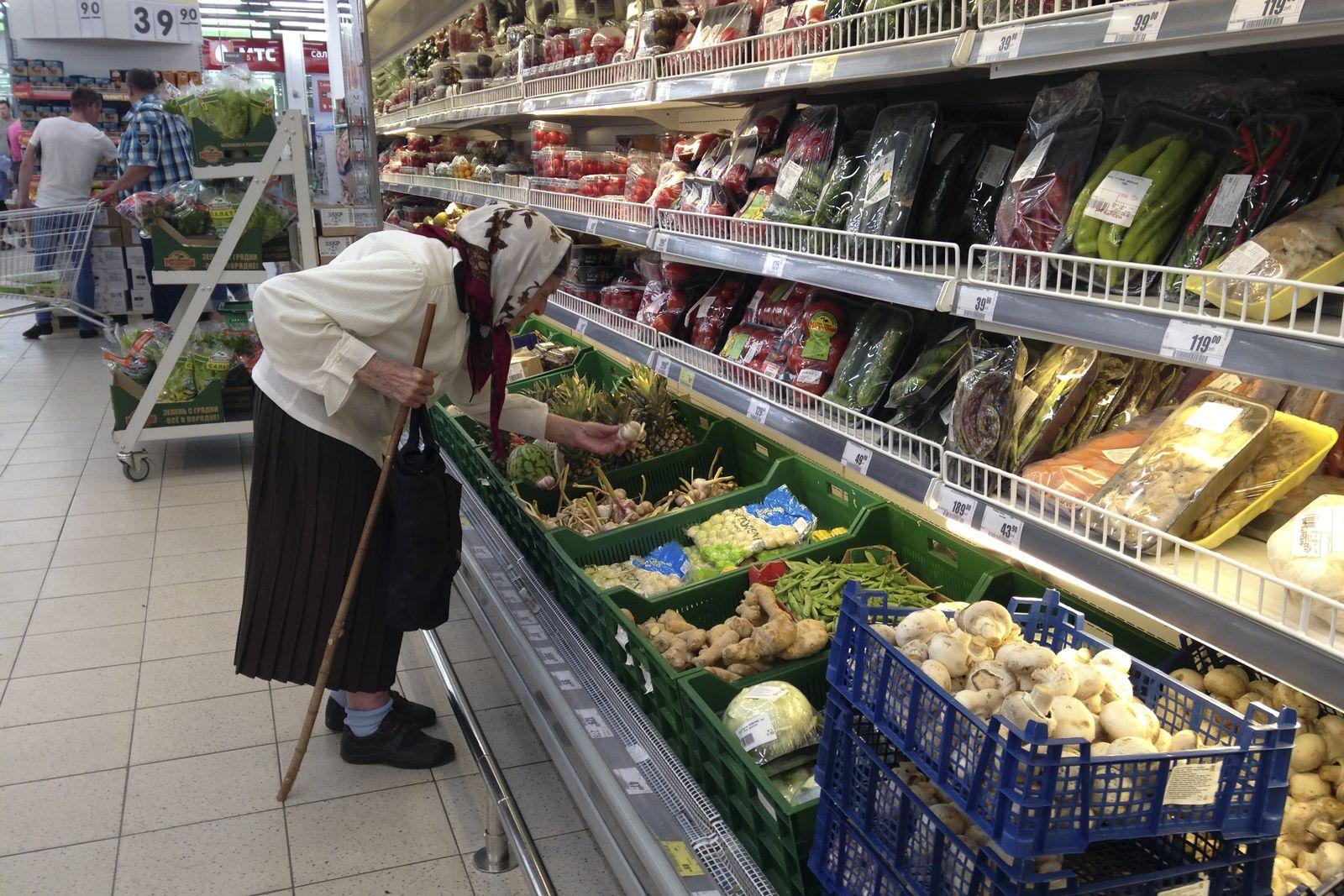 Russland/ Rentner/ Rente/ Supermarket