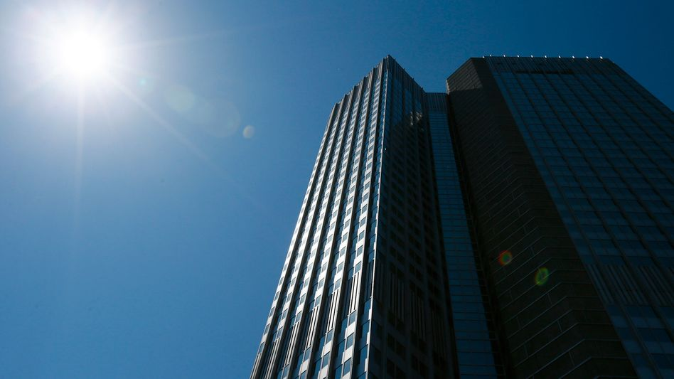 Eurotower in Frankfurt: Hier entscheidet der EZB-Rat