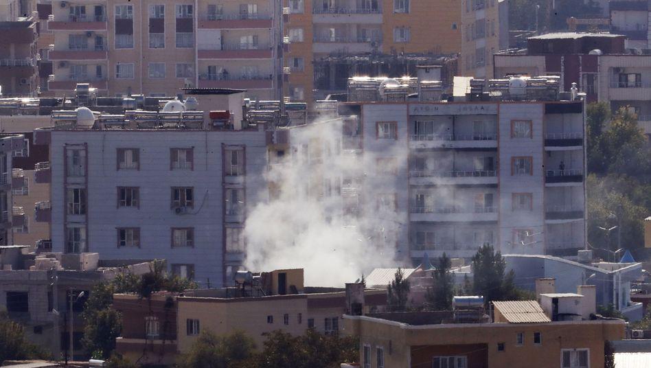Rauch über der syrischen Stadt Ras al-Ain - trotz vereinbarter Waffenruhe