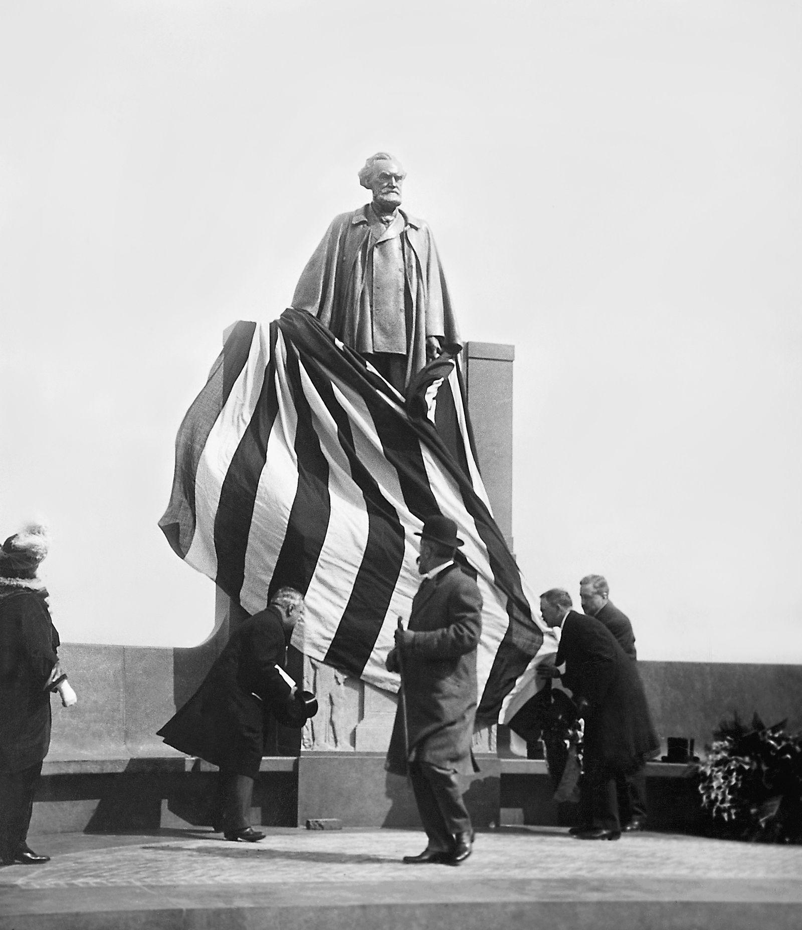 EINMALIGE VERWENDUNG Enthüllung des Carl Schurz-Denkmals in New York 1913