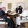 Papst Franziskus empfängt freigesprochenen Kardinal Pell